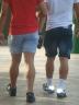 Olha como tinha caras gostosos. Olha essas pernas MELDELS