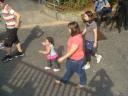 Muita Crianca se divertindo