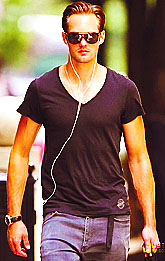 Alexander Skarsgard walks back to his hotel after lunch