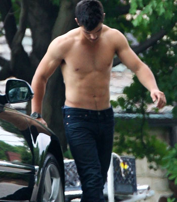 hot-taylor-lautner-do-que-os-gays-gostam- (57)