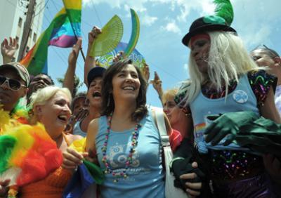 Mariela Castro, filha do presidente cubano, marcha em prol do casamento gay