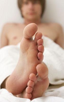 10 cuidados com os pés masculinos
