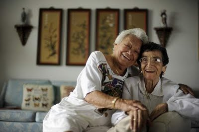 Casal de lésbicas completa 70 anos de casadas