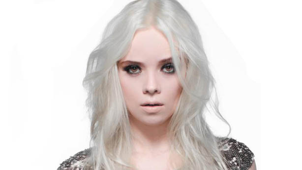 Lorena Simpson lança a música Jump Up