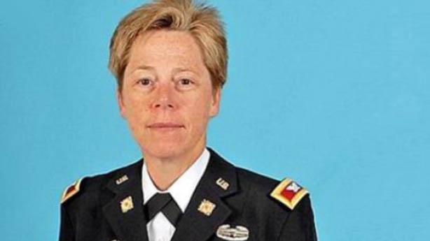 Militar Lésbica recebe patente de general nos EUA Gays Gostam