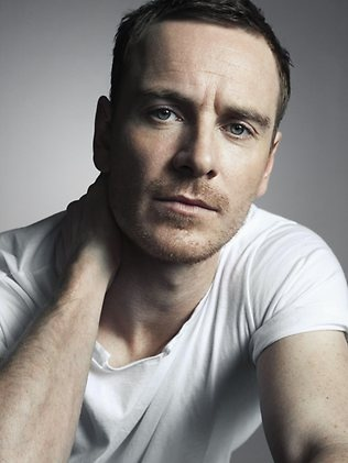 hot-michael-fassbender-pelado (12)