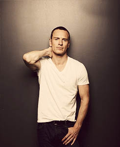 hot-michael-fassbender-pelado (45)