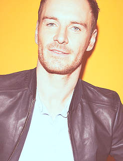 hot-michael-fassbender-pelado (5)